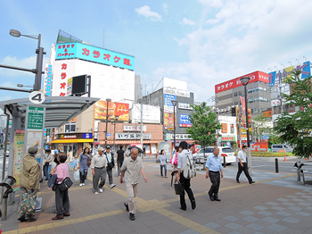 大宮駅より東口を出てすぐ右方向へ
